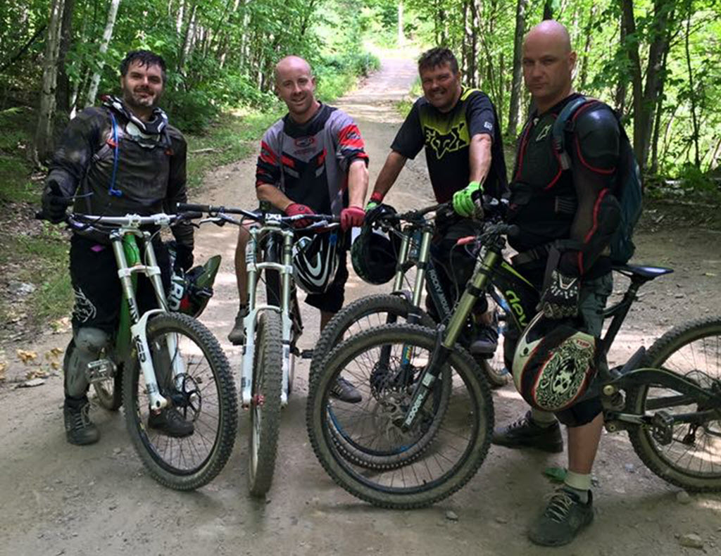 4 mountain bikers with different protection gear